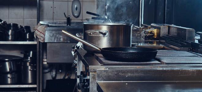 Принципы выбора и изготовления столов из металла