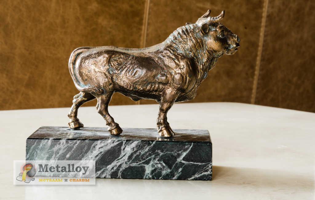 Литая статуэтка из бронзы