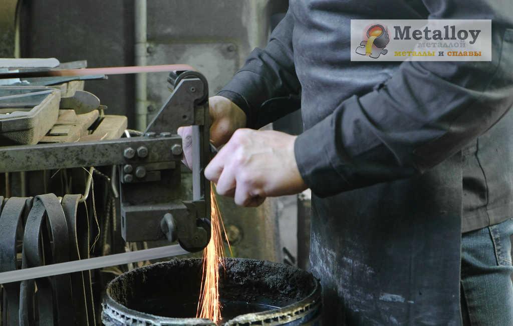 Шлифовка металлической детали