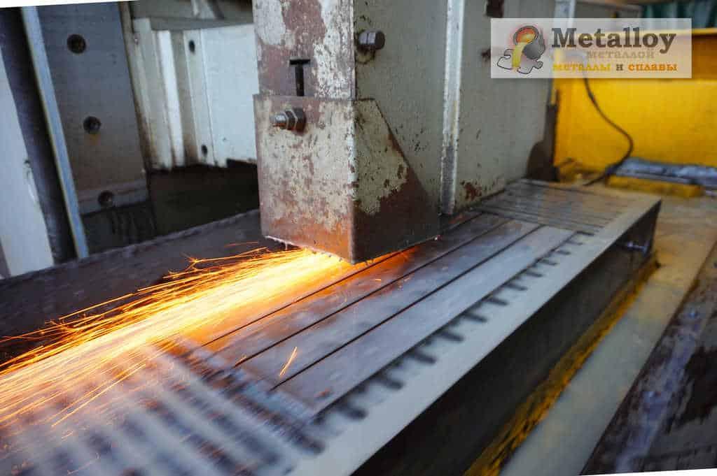 Шлифовка металла на плоском станке