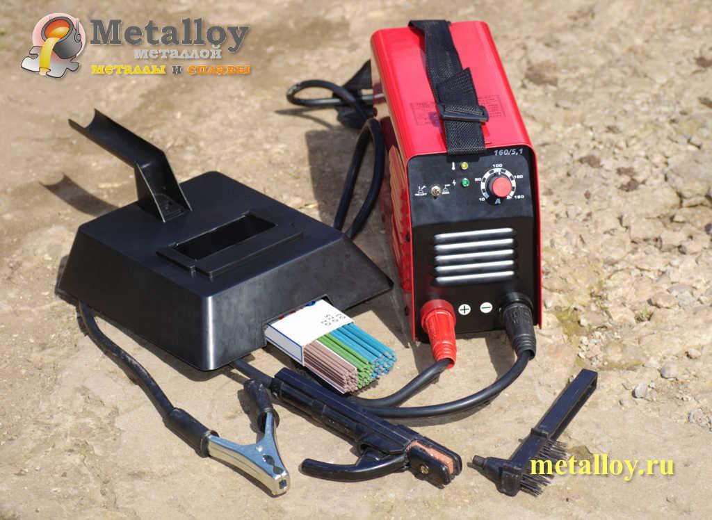 Сварочный аппарат с электродами