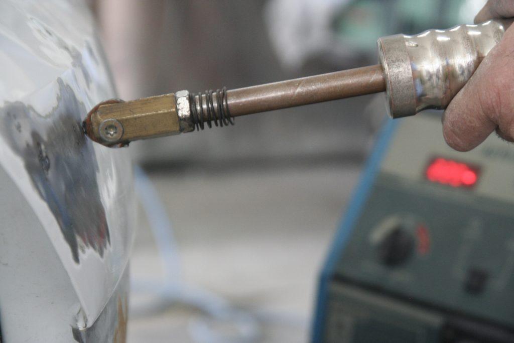 использования споттера для кузовного ремонта